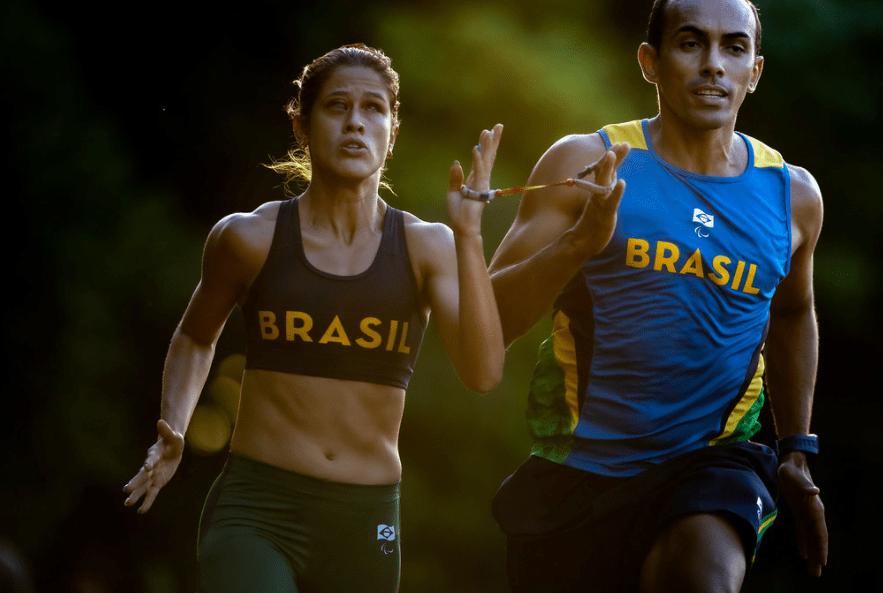 Thalita Simplicio e o guia Felipe Veloso treinam no Yoyogi Park em Tóquio (Miriam Jeske/CPB/Fickr/Comitê Paralímpico Brasileiro)